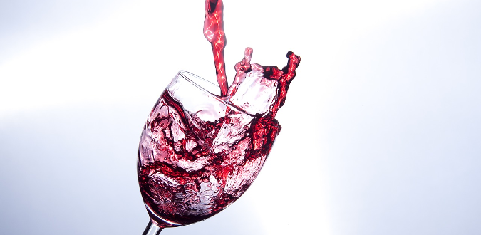 Jak usunąć plamy po czerwonym winie?