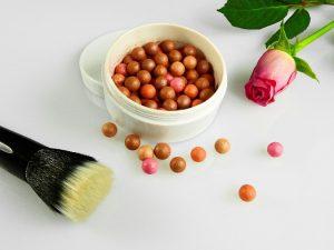 usuwanie plam po kosmetykach