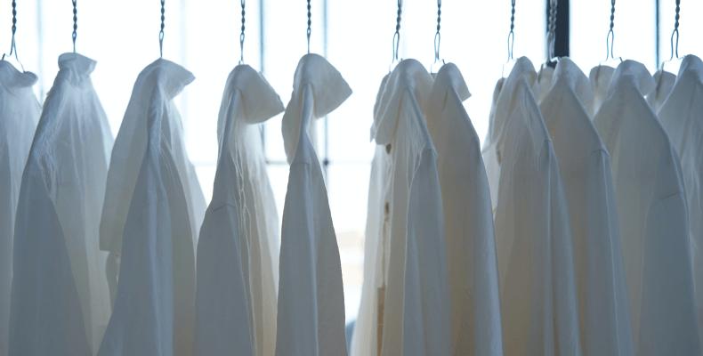Jak prać białe ubrania - pranie białych rzeczy
