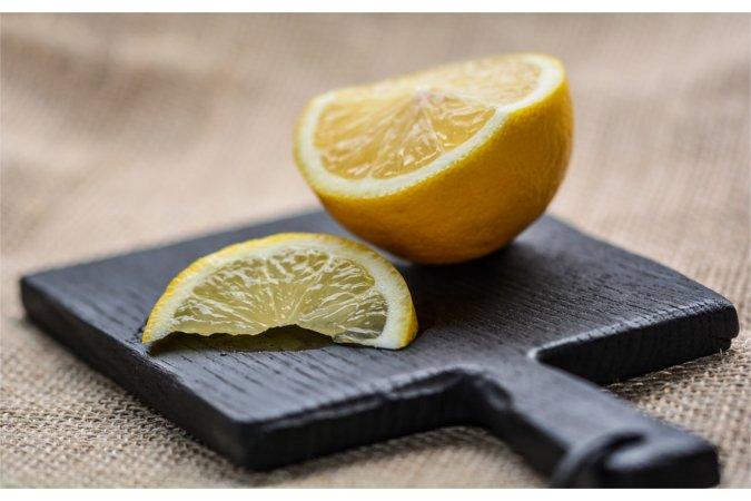 Jak wykorzystać naturalne produkty do sprzątania domu?