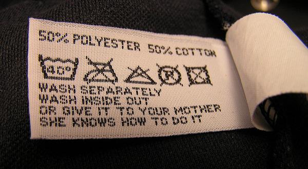 symbole na metkach ubraniowych