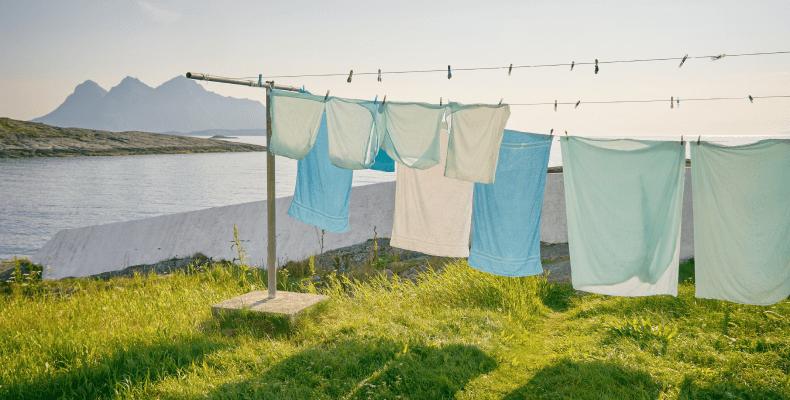 Prasowanie ubrań - jak prać aby nie prasować