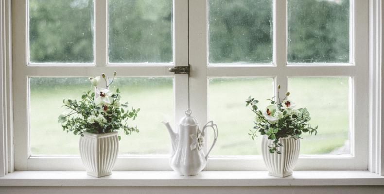 Mycie okien domowymi sposobami, domowe sposoby na mycie okien octem