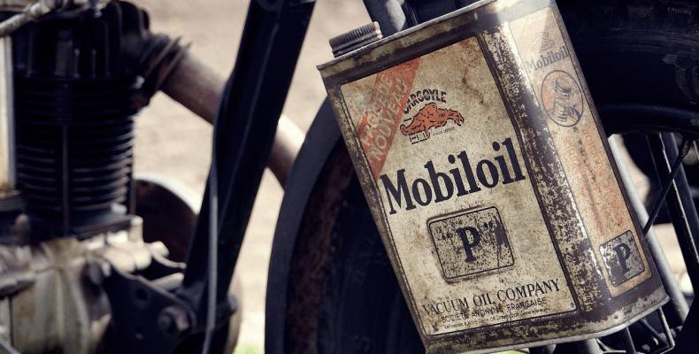 Plamy z oleju silnikowego - jak usunąć plamy z oleju