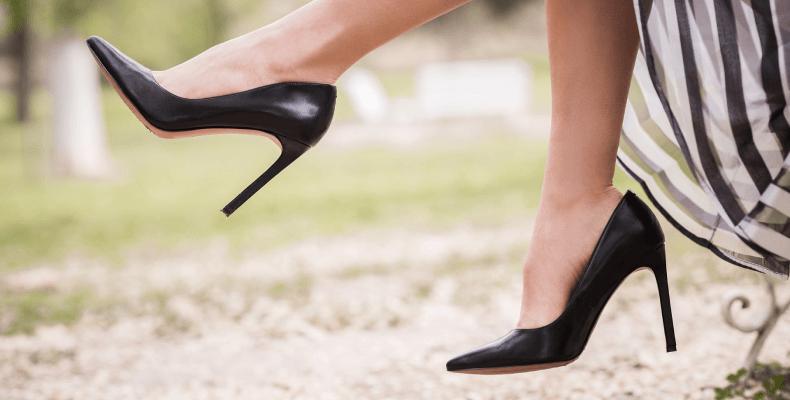 Za małe buty - szpilki