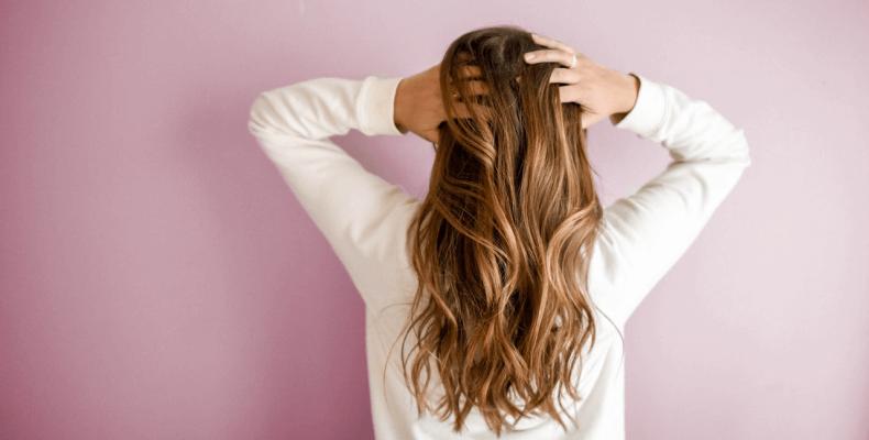 Skład i działanie lakierów do włosów