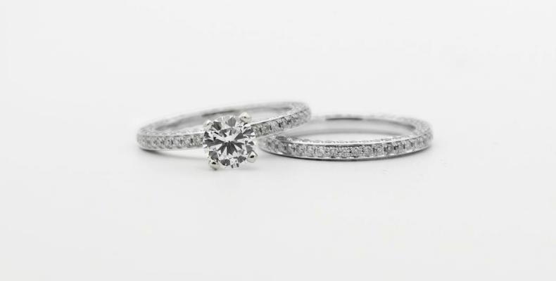 jak czyścić srebrną biżuterię